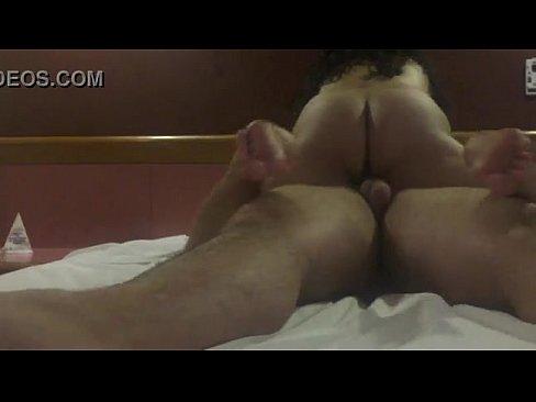 Ricos gemidos de cachonda esposa mexicana mientras se la coge su macho en un motel