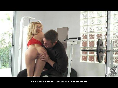 Videos de Sexo Caiu na net loira peituda devassa fazendo amo...