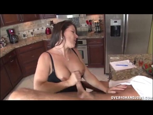 Masturbando O Coroa Na Cozinha