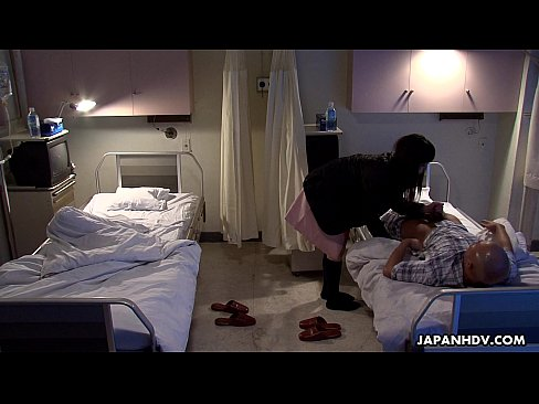 Phim sex Máy Bay Bà Già dâm – nữa đêm nứng lồn mò qua giường hàng xóm