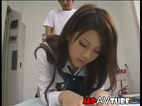 用務員のオジサンを誘惑して更衣室で大人顔負けのエロいSEXするツンデレ系美女JK  の画像