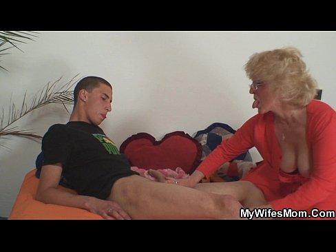 Бабушка трахнула внука