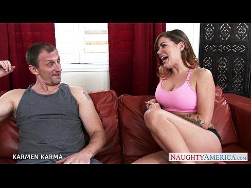 Videos de Sexo Porno tatuada levando uma surra de pica