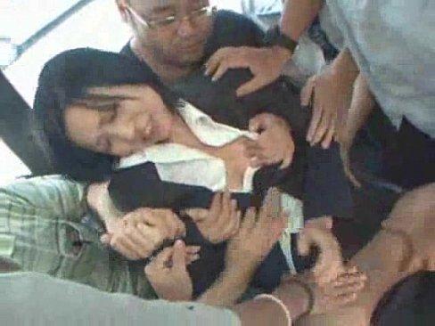 満員電車内で鬼畜男達に囲まれる巨乳OL。痴漢から始まり凌辱輪姦に発展…