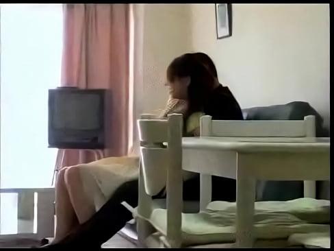 【エロ動画】 欲求不満の美オバサン、平山加奈さんがセールスマンを魅了して我が家でガちんこファック