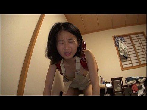【JSロリ】ランドセル背負った少女に貫通!チンポしゃぶらせハメるエロおやじ
