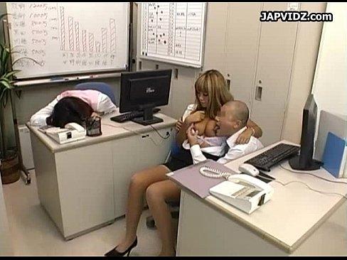 【黒ギャル】エロ乳の黒ギャル事務員を上司が揉む!揉む!揉み倒す!おい、そこの事務員寝たふりしてんじゃねえよ!