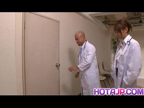 實習女醫生被病人要求做愛,為了工作拼了..