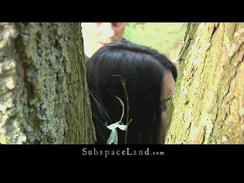 Morena guarra y sumisa llevada al bosque para una follada brutal