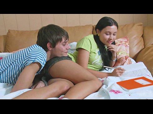 Prieteni Vechi Se Muta La Apartament Si Se Plictisesc Si Fac Filme Xxl