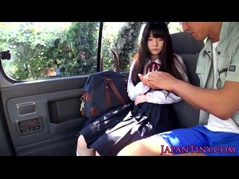 【JKレ〇プ】拉致した女子高生を車で山奥まで連れていきイラマチオ→口内射精でごっくんさせる鬼畜男