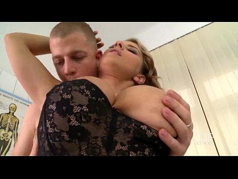 video cogiendo con una enfermera tetona