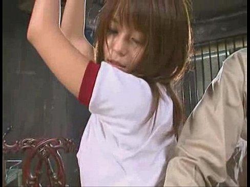 体操着姿で拘束された女子校生がローションを垂らされて嬲られる