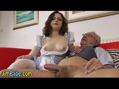 Avo Fazendo Sexo Com Sua Neta Gostosa Sem Calcinha De Sainha