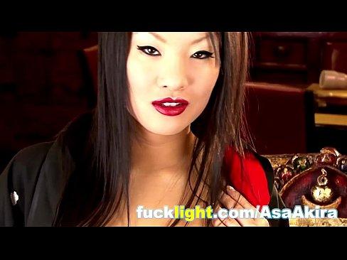 Asa Akira oriental se masturbando gostoso