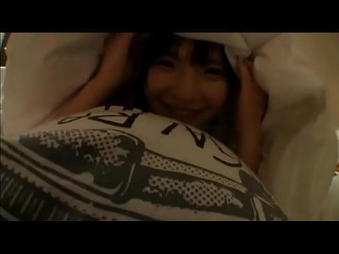 【コスプレのハメ撮り動画】人気AV女優の和葉みれいちゃんが制服姿でホテ...