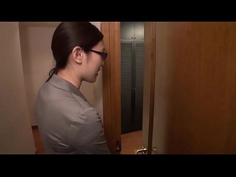 ノーストッキングッキングオフィスレディーハメ撮り3Pセックス!