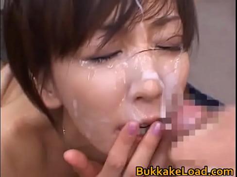 ブッカケ動画:顔面に大量...