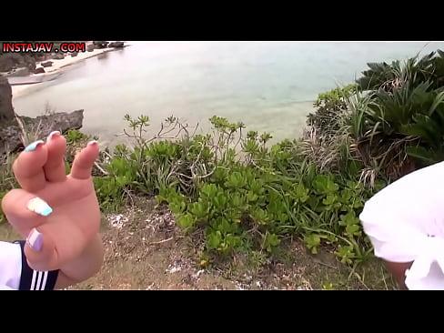 【無料エロ動画】AV撮影現場の裏側的な。撮影クルーとの自然な会話とかかわいい