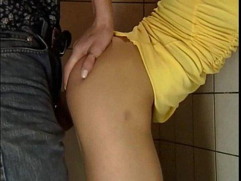 Slabuta Fututa La Baie De Iubitul Ei Dornic De Sex