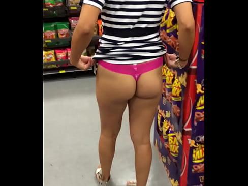 Exhibiendo A Mi Esposa En El Walmart