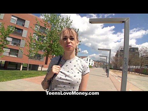 Novinha Fode Por Dinheiro Com Estranho Que Aborda Ela Na Rua