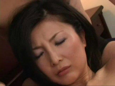 アソコに食い込んだパンツからはみ出たマン肉をムニムニされてる熟女