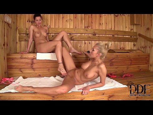 s-chuzhoy-zhenoy-v-saune