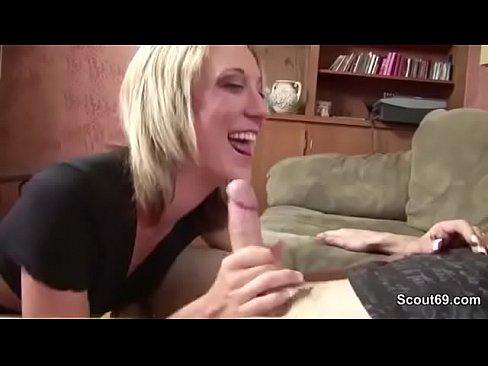 Зрелая немка впервые проходит порно кастинг
