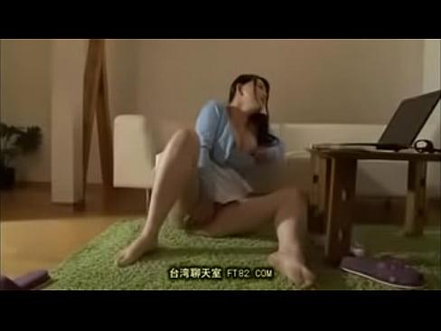 セックスレスで欲求不満な三十路熟女が隣人に覗かれてるとも知らずオナニーに耽る。巨乳を揉みながら手マンでマンコを弄り回す。
