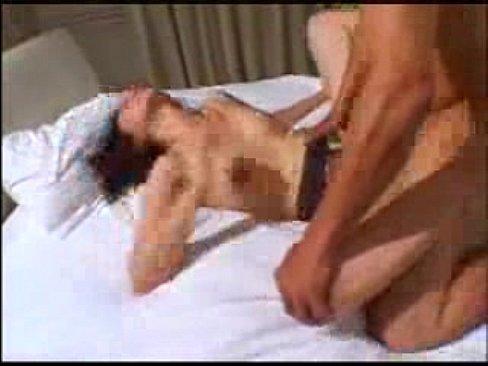 大城真澄 スレンダーで美人熟女の熟れた肉体を2本の肉棒で突き上げる3Pセックス!マンコにもアナルにもねじ込まれ2穴同時挿入し、2穴連続中出し!