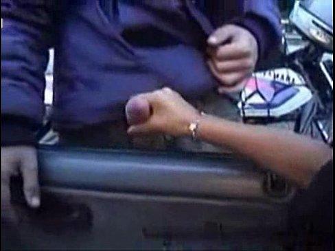 Putas batendo punheta para motoboy