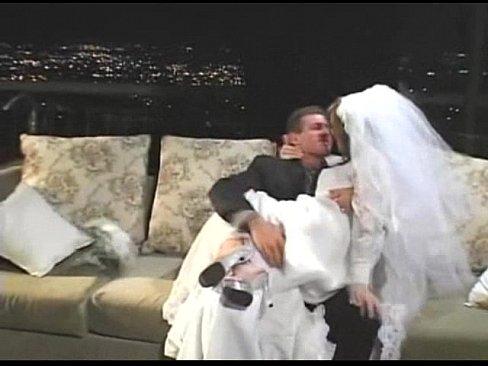 سكس نيك ليله الدخله سكس ساخن زوج ينيك زوجتو بي وحشيه ليله الدخله