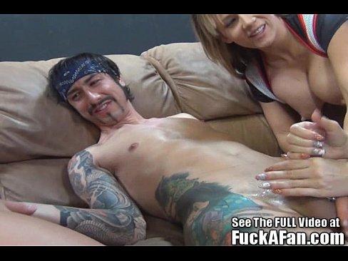 Courtney cumz sucks fans dick with gfs 4