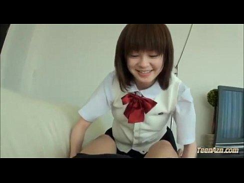 【朝のJKエロ動画】妹系な女子校生が指を一本一本舐め、キ○タマを口に含むご奉仕プレイフェラ!≧∀≦