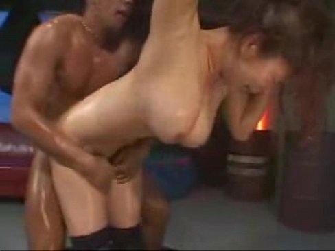 ガチムチの体育会系男子の巨根を突き刺される巨乳美女