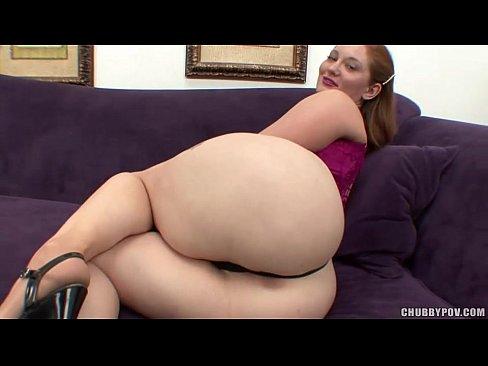 Ruiva safada fazendo a chupada porno