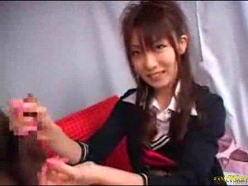 【個人撮影】美少女素人ナンパでゲットした超美人娘を覚えたての手コキとフェラ抜きを強制してみた結果WWW