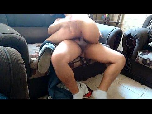 Esta caliente mexicana se le monta su macho para recibir mas verga la muy puta caliente que solo le gusta que se la anden cogiendo