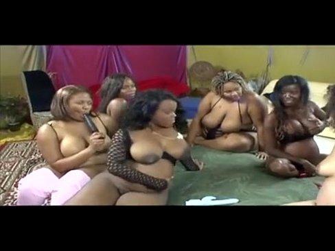 morenas embarazadas teniendo una buena orgia con sus amigos