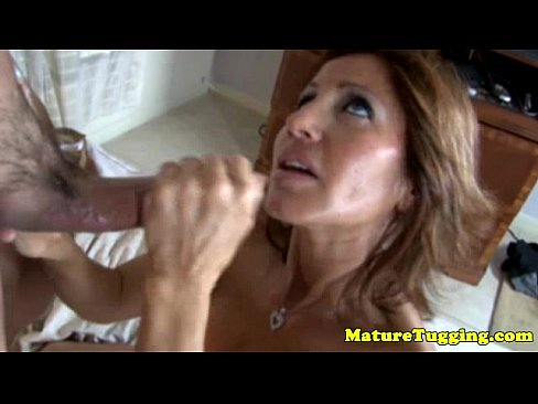 Hj gives loving Tugging mature cougar