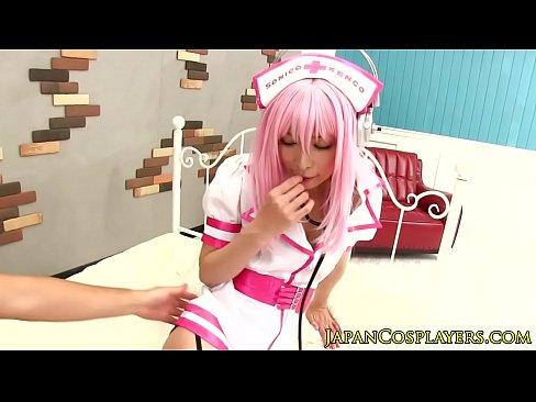 【足コキ動画】美少女コスプレイヤーがドスケベニーハイでM男をいじめる