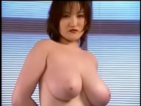 超乳自慢のお姉さんのバストをじっくりと堪能したかったらコチラへどうぞ!