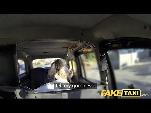 Fugindo Do Casamento E Transando Dentro Do Taxi