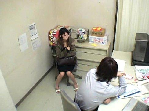 万引きをしたお姉さんを事務所に連れてきて全裸にさせ性的要求をする職権乱用の店長w