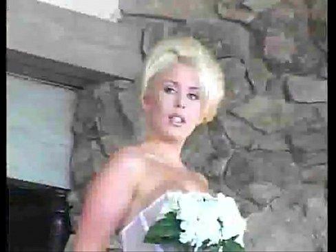 Это Ее Свадьба, И Она Хочет Член В Ее Задницу Видео
