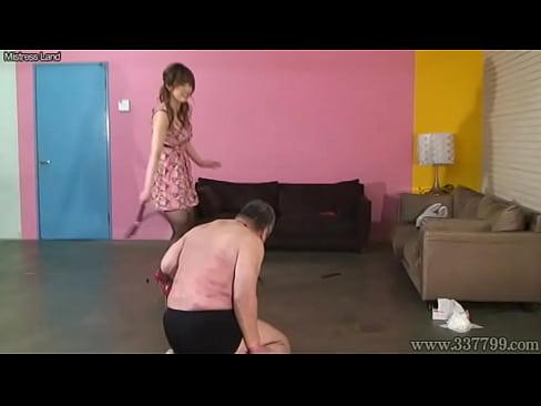 【無料エロ動画】奴隷おじさんを強烈なビンタムチ打ちで調教する本気女帝...