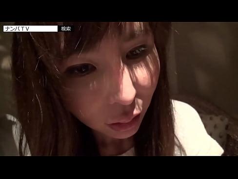 【巨乳・爆乳の熟女・人妻動画】美乳の女の子のパイズリH無料動画。美乳でセクシーな雰囲気を醸す女の子にブラをつけながらパイズリしてもらう!