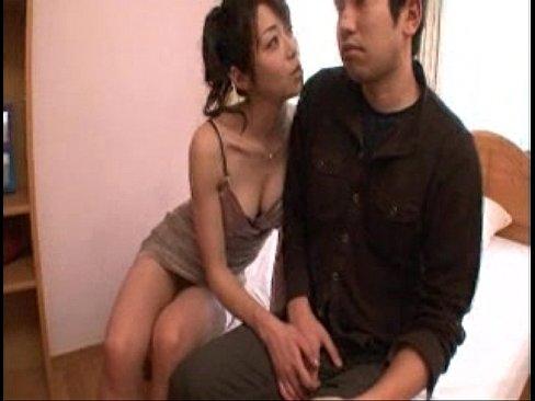 キモい童貞とAV鑑賞してチンコを触る神級にエロ可愛い美熟女【エックスビデオ】