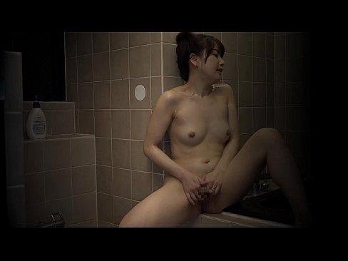 お洒落な女の子を初ハメ撮りした映像でバックで挿れてる映像がエロい